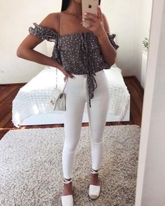 Business casual outfits for women, minimalistic fashion. - Business casual outfits for women, minimalistic fashion. Office fashion outfits Womens office clothes and office fashion trends. Indie Outfits, Teen Fashion Outfits, Cute Casual Outfits, Ootd Fashion, Outfits For Teens, Streetwear Fashion, Stylish Outfits, Fashion 2016, Office Fashion