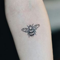 bee tattoo more beliebte tattoos