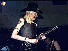 Johnny Winter plays a breathtaking 'Rock Me Baby' - YouTube