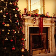 Our beautiful Drawing room in the old house ready for Christmas! Christmas Countdown, Christmas Christmas, Beautiful Drawings, Drawing Room, Hotel Spa, Old Things, Castle, Photo And Video, House