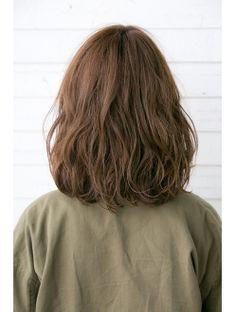 ドライブ フォー ガーデン drive for garden 【drive for garden西川真矢】大人可愛いカジュアルルーズボブ Wavy Perm Short Hair, How To Curl Short Hair, Medium Long Hair, Medium Hair Cuts, Chic Hairstyles, Permed Hairstyles, Hair Day, New Hair, Hair Inspo