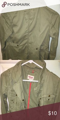 ARMY GREEN MOSSIMO JACKET🔥🔥🔥💥💥 Only worn a couple of times! Basically looks brand new and is  a perfect jacket for this fall! Mossimo Supply Co. Jackets & Coats Jean Jackets
