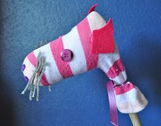 Mini Hobby Horse craft — for those socks that have lost their partners.