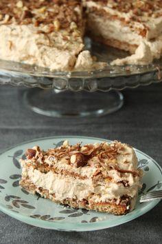 Nøddelagkage med nougatcreme (Recipe in Danish) Danish Cake, Danish Food, Baking Recipes, Cake Recipes, Dessert Recipes, Sweets Cake, Cupcake Cakes, Scandinavian Food, Crazy Cakes