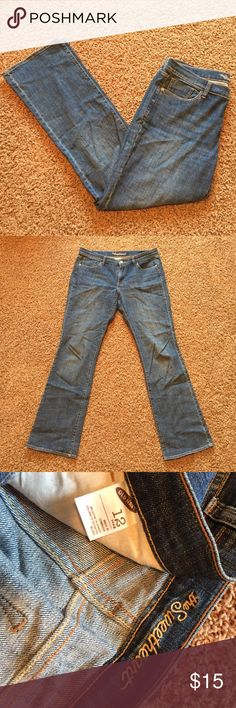 """OLD NAVY LONG bootleg sweetheart fit jeans These bootleg sweetheart fit jeans from old navy are comfy and cute! 33.5"""" inseam. Old Navy Jeans Boot Cut"""
