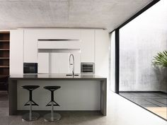Belimbing Avenue by HYLA Architects