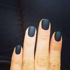 Black matte nails, love!!
