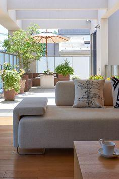 Conheça opções interessantes de decoração para varandas e sacadas com 70 fotos de exemplo.