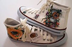 Hand painted converse canvas boots using professional pigments for fabrics. Ask for pricing custom and special requests on http://ift.tt/2gpcAWd  #GustavoMedina #handpainted #sunflower #daisy #girasol #Margarita #nature #naturaleza #pintadoamano #Converse #boots #fashion #fashionblog #moda #Mexico #blogdemoda