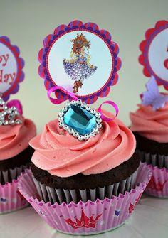 Sweetology: Fancy Nancy Cupcakes  http://sweetology101.blogspot.com/2012/07/fancy-nancy-cupcakes.html