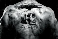 Menschlicher Schädel ist eine der vorherrschenden Themen in Tattoos und künstlerischen Kreationen und optische Täuschungen. Sie fragen sich vielleicht, warum Menschen Schädel Tätowierungen. Schädel ist seit einiger Zeit als Gefäß des Geistes betrachtet, oder die Intelligenz von Vorprodukten. Schädel kann nicht als vernachlässigbar Bild des Todes genommen werden, jedoch als ein Bild der Auferstehung, endloses...