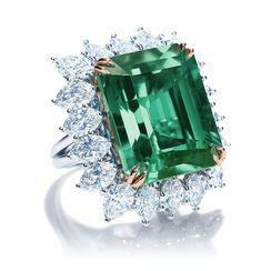 Harry Winston ring emerald diamond