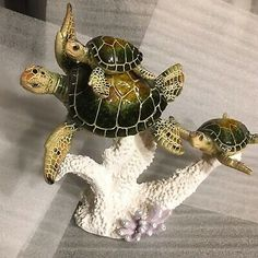 Family Of Green Sea Turtles Swimming Figurine Four Seas, Turtle Swimming, Gold Beach, Sea Slug, Sea Turtles, Glazed Ceramic, Handmade Decorations, Miniatures, Link