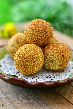 Through The Kitchen Door: Jian Dui 煎堆 (Deep fried glutinous rice balls / Sesame seed balls)