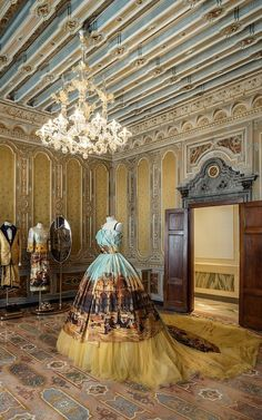 8c24d5f585fa Dolce & Gabbana new store Venice Retail Design, Venetian, Beautiful  Outfits, Beautiful Clothes