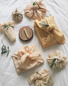 It's taken me weeks to plant dye all this fabric but it was so worth it 🌿 fabric dyed, beeswax candle made, leaves foraged and presents wrapped. ready for my birthday boy tomorrow. Just a tad emotional ✨ Japanese Gift Wrapping, Japanese Gifts, Creative Gift Wrapping, Present Wrapping, Wrapping Ideas, Japanese Style, Sustainable Gifts, Sustainable Living, Deco Baby Shower