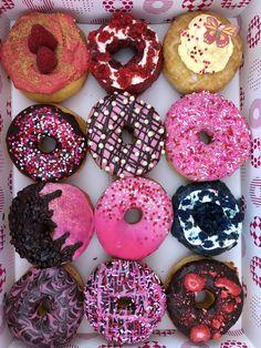 Gourmet Donut Recipe, Donut Recipes, Donuts, Donut Decorations, Good Mood, Fun Drinks, Yummy Cakes, Sweet Stuff, Doughnut