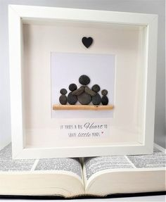 Regalo del maestro - Cornish Pebble Art Picture A gorgeous handcrafted picture in a white box frame x created using Cornish seaside pebbles and local driftwood. As each picture is made to order, the pebbles and driftwood will differ slightly t Pebble Pictures, Art Pictures, Art Images, Stone Crafts, Rock Crafts, Diy Cadeau, White Box Frame, Presents For Teachers, Little Presents