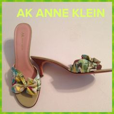 """Best in Bow"" shoes💚🌸💚 These delicious Anne Klein shoes are like wearing a party on your feet!! Perfect little spring and summer 2 inch kitten heel with 100% leather sole. In perfect condition💚💚🌸 Anne Klein Shoes"