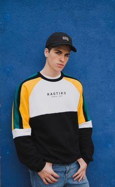 """Sudadera """"Denver"""" con print Kaotiko en el  pecho, color blanco/negro/verde/amarillo. 50% algodón - 50% poliéster.  Made in Barcelona  #kaotikobcn #ootd #sweatshirts"""
