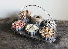 DIY Upcycled Vintage Muffin Pan & Jello Molds - turn an old baking tin and shaped Jell-o molds from the flea market into a craft caddy or office organizer. So shabby chic! Repurposed Items, Upcycled Crafts, Craft Organization, Craft Storage, Diy Organizer, Jewelry Storage, Vintage Crafts, Upcycled Vintage, Vintage Tins
