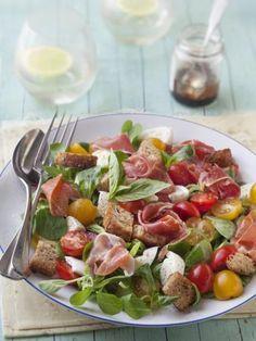 Salade mâche, jambon de Bayonne, mozzarella - Recette de cuisine Marmiton : une recette