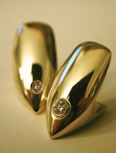 gold fangs ...<3