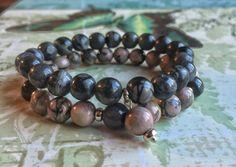Bracelet rose noir et gris en pierres par SAUCHAinspirations
