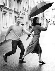 On the street. / http://annstreetstudio.com/2012/10/26/paris-is-for-lovers/