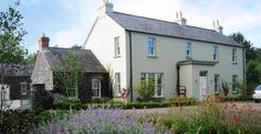 Newly built rendered cottage with basalt stone constructed wings and outbuildings around a cobbled g Farmhouse Renovation, Modern Farmhouse Exterior, Farmhouse Ideas, Style At Home, House Designs Ireland, Rendered Houses, Cottage Extension, Irish Cottage, Farm Cottage