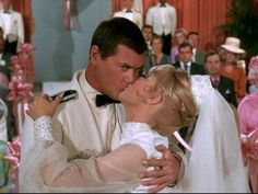 Jeannie and Major Nelson get hitched on I Dream of Jeannie.
