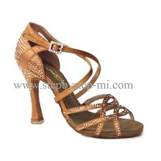 sandalo in raso bronzo con strass , suola in bufalo, tacco 100 #stepbystep #ballo #salsa #tango #kizomba #bachata #scarpedaballo #danceshoes #cute #design #fashion #shopping #shoppingonline #glamour #glam #picoftheday #shoe #style #instagood #instashoes #sandals #sandali #strass #rhinestoned #instaheels #stepbystepshoes #cute #salsaon2 #bachatasensual  #raso #bronze #satin