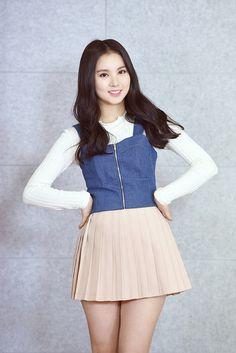 Micro Skirt, Pleated Mini Skirt, Skirt Fashion, Fashion Dresses, Chica Fantasy, Girl Korea, Girls In Mini Skirts, Good Girl, Hot Dress