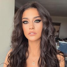 My makeup babe! Beauty Care, Beauty Makeup, Hair Makeup, Hair Beauty, Beautiful Eyes, Beautiful Women, Hair Color And Cut, All Things Beauty, Second Hand