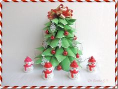 very easy.made this with my 7 year old Christmas Crafts For Kids, Christmas Diy, Christmas Ornaments, Card Making Tutorials, Pop Up Cards, Recycled Crafts, Flower Tutorial, Paper Decorations, Projects For Kids