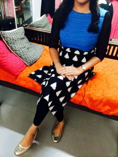 Simple Kurta Designs, Kurta Designs Women, Cotton Tops For Jeans, Designer Wear, Designer Dresses, Salwar Pattern, Ikkat Dresses, Churidar Designs, Anarkali Dress