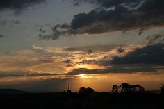 Coucher de soleil depuis Le Domaine de Capelongue #edouardloubet #maisonsedouardloubet #capelongue #ledomainedecapelongue #relaischateaux #bonnieux #mybonnieux #luberon #myluberon #provence #sunset