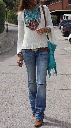 turquoise purse and jewelry with jeans and white shirt