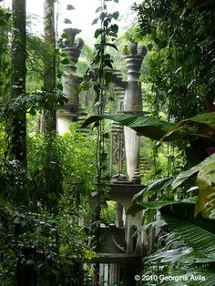 And the Surrealist Edward James Garden. Las Pozas is located near the village of Xilitla, and it's a garden with more than 80 acres of waterfalls, pools, and massive surreal structures by English poet Edward James. Places Around The World, Around The Worlds, Lost Garden, Fantasy Places, Fantasy Landscape, Abandoned Places, Wonders Of The World, Surrealism, Places To See