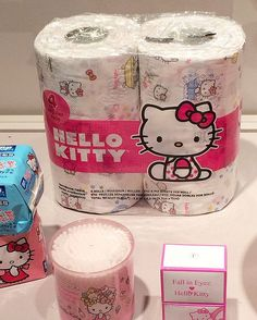 40 Awesome Photos From Hello Kitty's Anniversary Exhibit Hello Kitty Bathroom, Hello Kitty House, Hello Kitty Items, Hello Kitty Stuff, Sanrio Hello Kitty, Little Twin Stars, Little Girls, Hello Kitty Collection, Like A Cat
