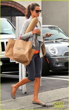 Alessandra Ambrosio: Green Smoothie After Yoga! | alessandra ambrosio yoga brentwood 05 - Photo