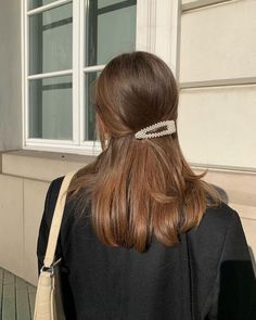 "Add laydlike glamour to every hairstyle with this affordable Amazing pearl hair clip, the ultimate ""it girl"" hair accessory! Hair Inspo, Hair Inspiration, Aesthetic Hair, Blonde Aesthetic, Good Hair Day, Pretty Hairstyles, Summer Hairstyles, Long Curly Hairstyles, Classy Hairstyles"