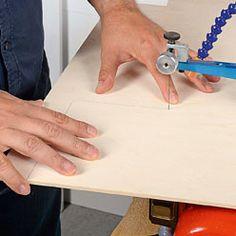Réaliser une coupe droite sur du bois Laser Cut Screens, Wood Tools, Helpful Hints, Woodworking, Train, Animation, Patterns, Sexy, Dremel Multi Tool