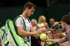 Andy Murray signs autographs for fans