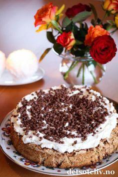 En helt herlig kake som anbefales til helgen! Pudding Desserts, No Bake Desserts, Norwegian Food, Norwegian Recipes, No Bake Treats, Pavlova, Let Them Eat Cake, No Bake Cake, Cake Recipes