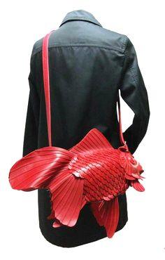 Un bolso de lo más original!! En forma de pez!! #lesdoitmagazine #cosasparaponerse #bag