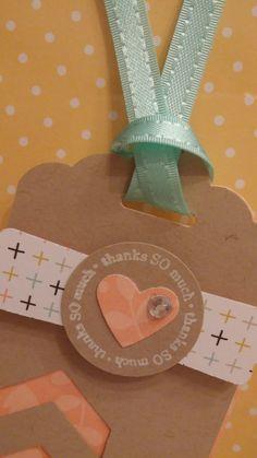 Het is zo leuk om labels te maken!!! Deze is gemaakt met de Scalloped Tag Topper en de Chevron Punch