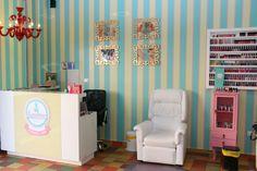 esmalteria nacional - Pesquisa Google Nail Room, Frame Display, Nail Bar, Decoration, Manicure, Nail Salons, Beauty Salons, Curtains, Bed