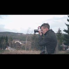#podzimnisvatba Byl jsem vyfotografovan :D Díky @petrnoxnovak Fotka je z posledního backstage videa jestli jste ho ještě neviděli ;) Link na blog mám v profilu.  #Backstage #photoshooting #photographer #fofimemodu #vysocina #highlands #svatebnifotograf#weddingphotographer #fotim #weddingphotographer #fotograf #manstyle #menswear#countryside #pentaxphotographer #manfashion #stylegram #fashionphotography #fashionphotographer #fashionista #stylish #czechrepublic #pentax #forestportrait…