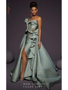 haute couture fashion – Gardening Tips Elegant Dresses, Pretty Dresses, Beautiful Dresses, Couture Dresses, Fashion Dresses, Runway Fashion, Fashion Show, Fashion Design, African Print Dresses